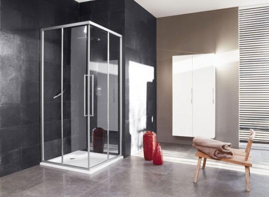 Doccia moderna per il bagno: doccia ampia, ante scorrevoli, multifunzione