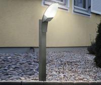 L'illuminazione per il giardino: faretti, lampade da terra, forme geometriche, pezzi di design ...