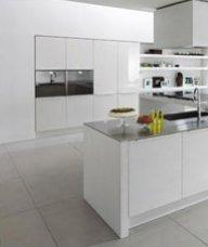 Pareti cucina moderna bianche colorate minimali poche for Cucine arredate